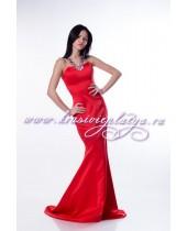 Вечернее красное платье с V-образным украшением из камней