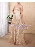 Золотое пышное платье с брошью