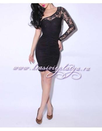 Короткое черное платье с одним рукавом